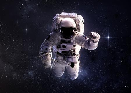 Astronauta en el espacio exterior. Foto de archivo - 44449814