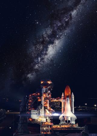 スペースシャトルのミッションで離陸。