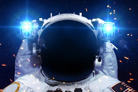 Astronauta en el espacio exterior. Foto de archivo - 44449692