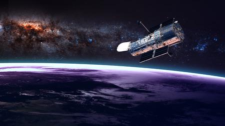 De Hubble-ruimtetelescoop in een baan boven de aarde. Elementen van deze afbeelding geleverd door NASA. Stockfoto