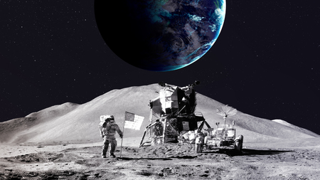 sonne mond und sterne: Astronaut auf dem Mond. Lizenzfreie Bilder