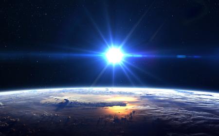 globo terraqueo: Alta vista Resolución Planeta Tierra. El globo del mundo desde el espacio en un campo de estrellas que muestra el terreno y las nubes.