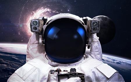 neptuno: El astronauta en el espacio exterior. Paseo espacial.