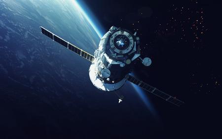 astronomie: Raumfahrzeug. Kosmische Kunst, Science-Fiction-Tapete. Schönheit des Weltraums. Milliarden von Galaxien im Universum.