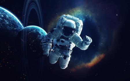 Kosmische Kunst, Science-Fiction-Tapete. Schönheit des Weltraums. Milliarden von Galaxien im Universum. Elemente dieses Bildes von der NASA eingerichtet Standard-Bild - 74999874