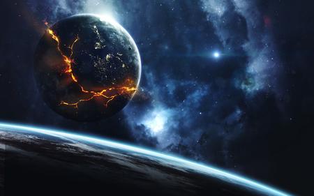 Esplosione del pianeta, immagine fantascientifica, spazio scuro profondo con pianeti giganti, stelle calde, campi stellari. Incredibilmente bello il paesaggio cosmico. Elementi di questa immagine fornita dalla NASA Archivio Fotografico - 88563418