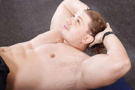 abdominals: Big guy laying on mat training abdominals