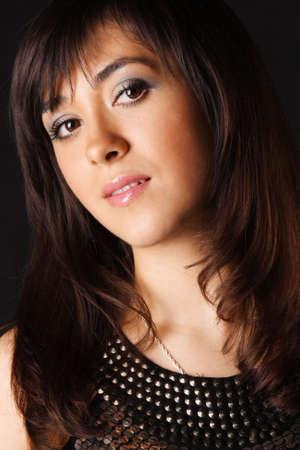 ojos marrones: Retrato de muchacha con ojos marrones oscuros sobre la foto de cerca