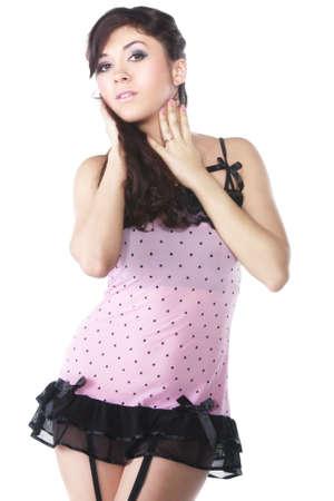 reggicalze: Abito di attraente giovane donna rosa in breve su sfondo bianco Archivio Fotografico