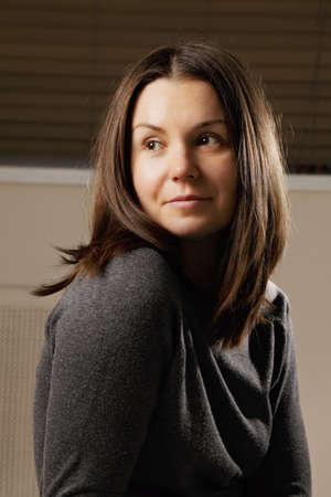 looking sideways: Portrait of brunette woman looking sideways