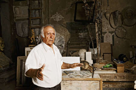 Senior sculptor tells about his studio photo