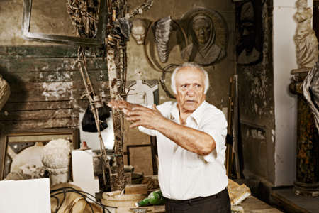 Old sculptor tells emotional story at his workshop photo