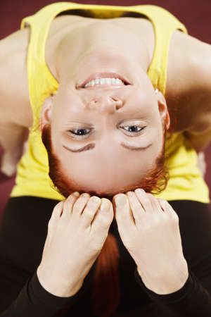 arching: Mujer arqueando la espalda al primer ejercicio de yoga photo Sonriente