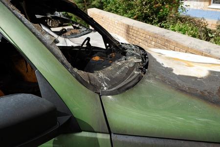 la quemada: Coche quemado verde