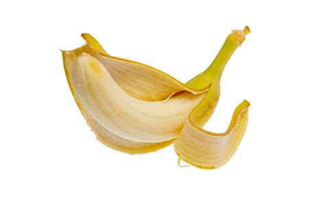 Plátano fresco pelado aislado en el fondo blanco