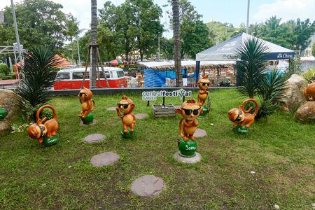 KOH SAMUI, THAILAND - December 12, 2017: CentralFestival Samui. Shopping mall in Ko Samui, Thailand. Figurines of monkeys on the grass Editorial