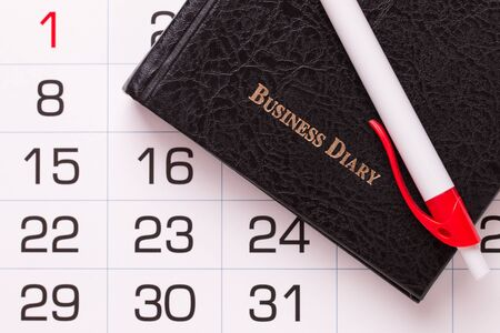 Business diary ballpoint pen and calendar close-up. Banque d'images