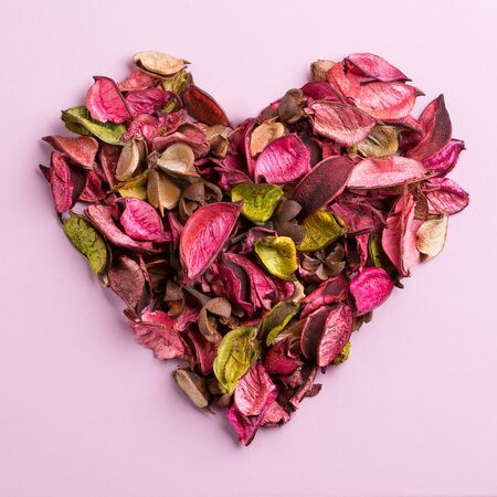 Aromatic potpourri laid out in the shape of a heart. Leaves of potpourri. 写真素材