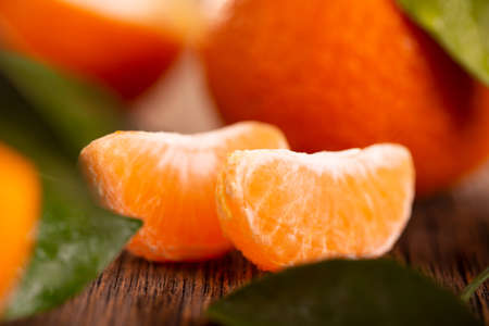 Tangerine slices close up. Ripe tangerine on a wooden table. Archivio Fotografico - 159416812
