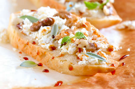 goat cheese: Crostini with goat cheese, walnuts and honey