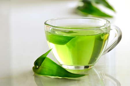 ガラスのコップ、デトックス、リラックスできる温かい飲み物で緑スパ紅茶 写真素材