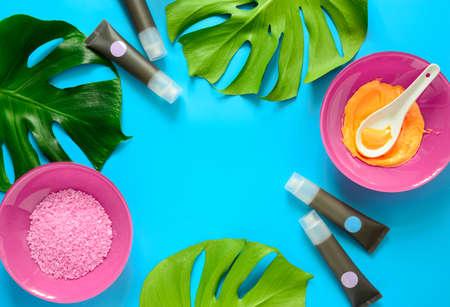 Concept cosmétique et spa, fond de produits de beauté avec un espace pour un texte, vue d'en haut