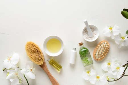 Productos de spa para tratamientos relajantes y de cuidado de la piel, fondo de belleza plano con espacio para copiar un texto Foto de archivo