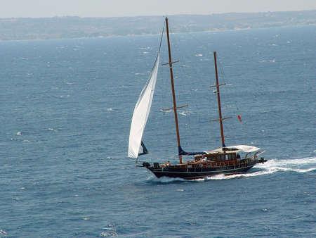 sailling: sailling boat