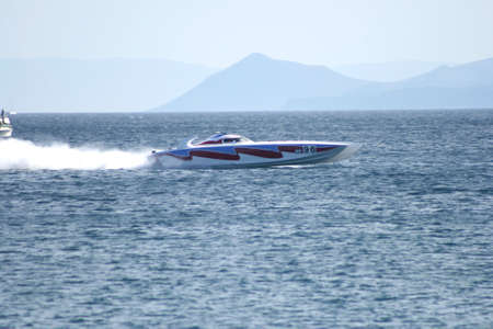 speed boat race photo
