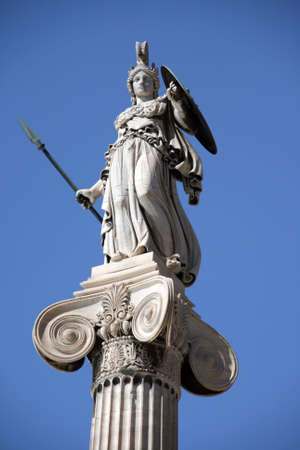 diosa griega: estatua de la diosa athena Foto de archivo