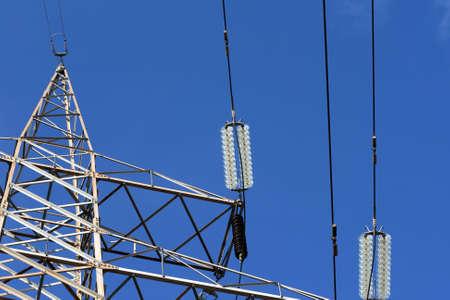 電気柱と合計青空にケーブルから詳細