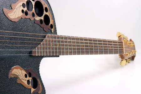 letras musica: perspectiva de vista de negro guitarra y cuerdas equipo de m�sica en fondo blanco