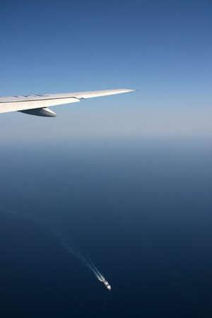 Transporte fliegenden Flugzeug und Schiff Schifffahrt über aegian griechenland