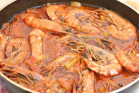 shrimps cooked in tomatoe sause mediterranean cuisine Foto de archivo