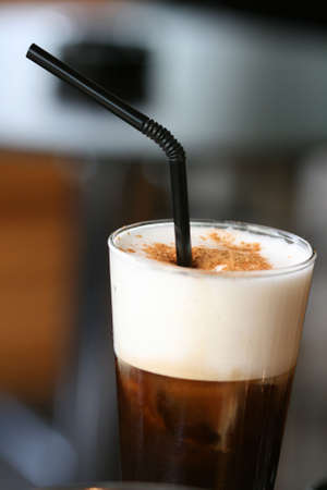 ice cold cappuccino espresso coffe with cream and cinnamon greek and italian Foto de archivo
