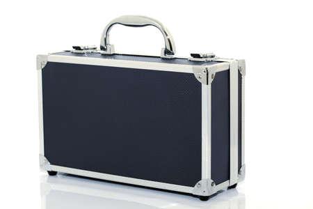 black briefcase: malet�n negro aislado sobre fondo blanco con la reflexi�n Foto de archivo