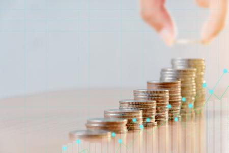 Financiën en investeringen concept. Geldbeheer en financiële grafiek. Selectieve aandacht