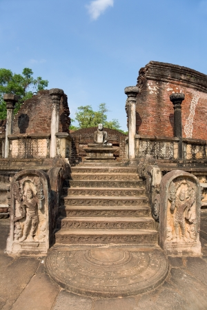 entrance to the old Vatadage from 12th centory at the kings palace in Pollonnaruwa, Sri Lanka photo