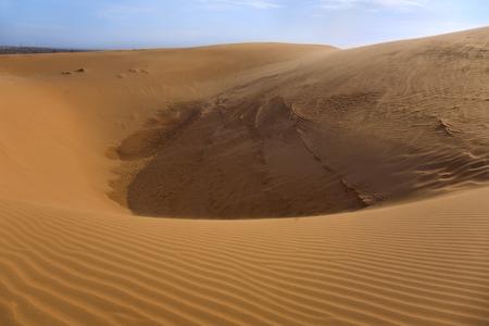 ne: Red sand dune in Mui ne, Vietnam