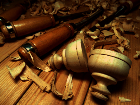 carving tool: wood carving, carver tool shavings on the workbench Stock Photo