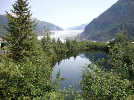Men den hall gletsjer in Alaska