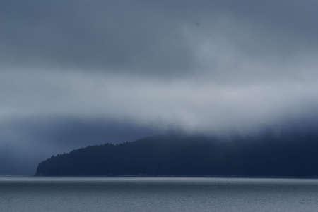 Alaska Coast regen en mist