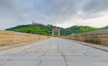 Pont romain sur la rivière Tajo à Alcantara, province de Caceres, Estrémadure, Espagne Banque d'images