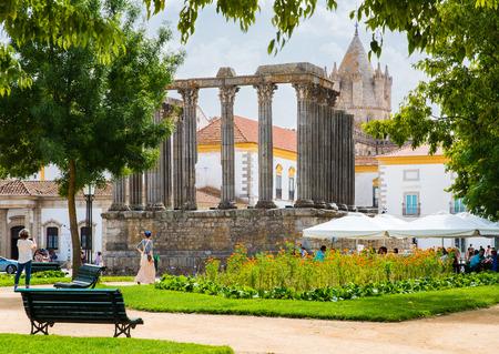 Roman temple: Templo de Diana en Evora. templo romano antiguo en la antigua ciudad de Évora, Portugal Foto de archivo