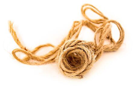 zerzaust: Hank grobe Seil mit zerzausten Teil auf wei�em Grund. Lizenzfreie Bilder