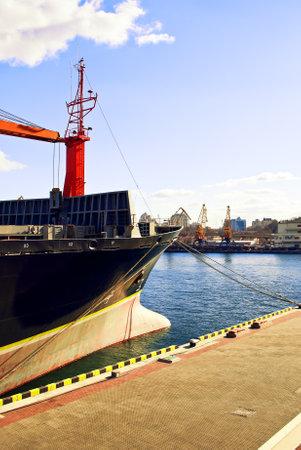paesaggio industriale: Panorama industriale delle infrastrutture porto sviluppato.