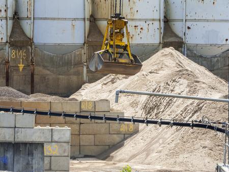 Excavator bucket yellow_horizontal Stockfoto