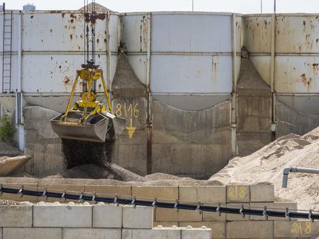 Excavator bucket with open gripper_horizontal