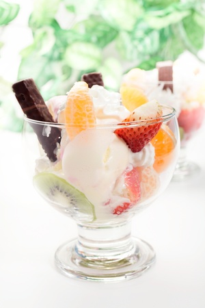 Mixed ice cream with fruits