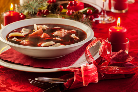 Traditional Christmas red borscht with meat filled dumplings Фото со стока - 33228616
